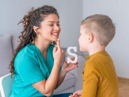 Neurologopeda - kto to taki i czym różni się od logopedy?